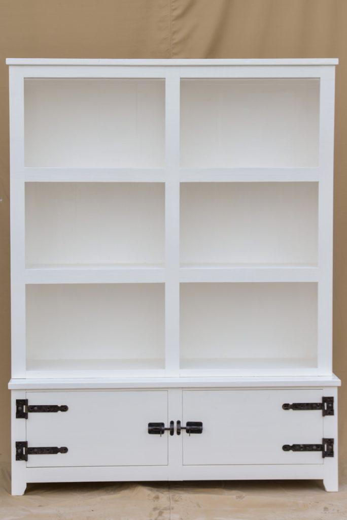 witte boekenkast met 2 deuren k21